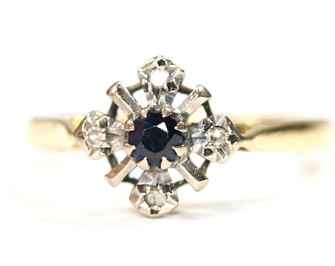 Stunning vintage 18ct gold Sapphire and Diamond cluster ring - hallmarked London 1974 - size M or US 6