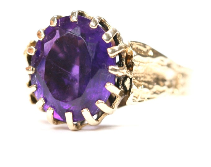 Superb heavy vintage 9ct yellow gold Amethyst ring - stamped 9CT - size M or US 6