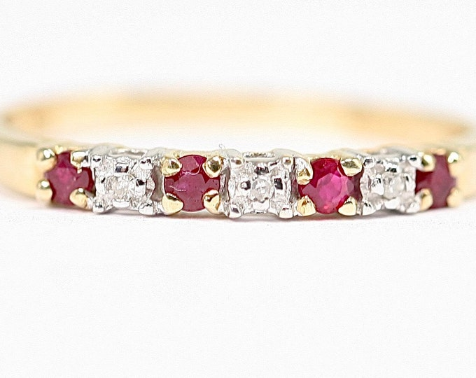 Superb sparkling vintage 9ct gold Ruby & Diamond ring / stacking ring - fully hallmarked - size M or US 6