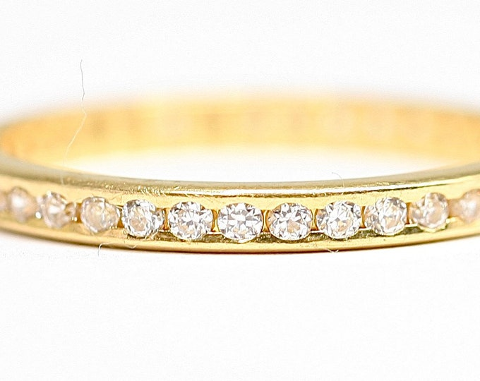 Stunning vintage 22ct gold White Sapphire wedding / engagement / eternity ring - fully hallmarked - size P or US 7.5