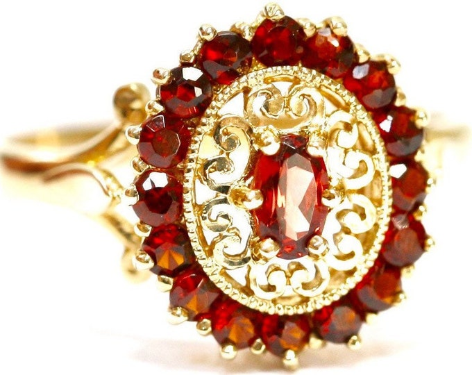 Stunning vintage 9ct yellow gold Garnet cluster ring - fully hallmarked - size O or US 7