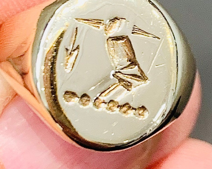 Superb heavy vintage 9ct yellow gold engraved seal signet ring - hallmarked Birmingham 1994 - size M 1/2 or US 6 1/4 - 8.8gms