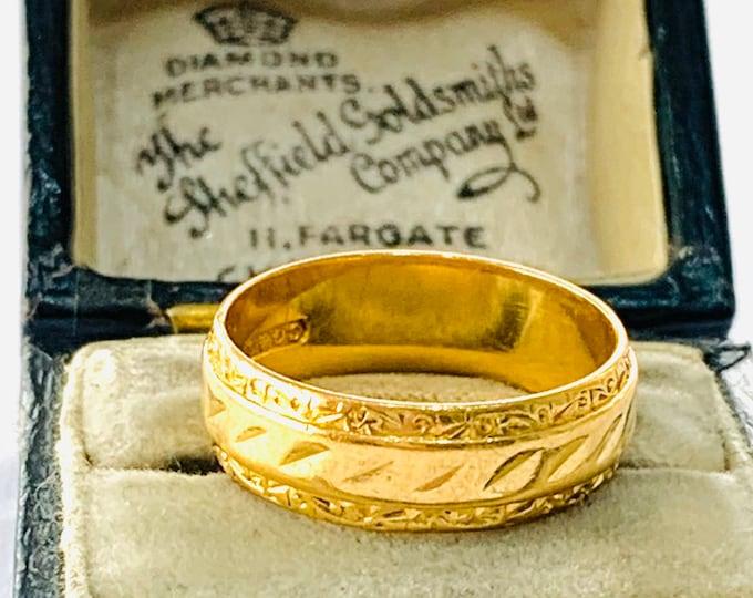 Vintage patterned 22ct gold wedding ring - hallmarked Birmingham 1962 - size M / 6