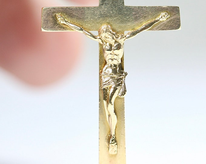 Superb vintage 9ct yellow gold Crucifix pendant - hallmarked Birmingham 1945 - 4.2gms