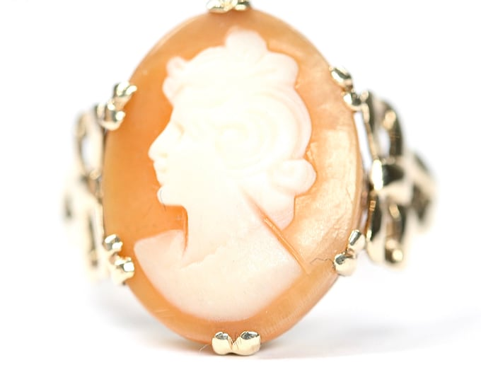 Stunning vintage 9ct yellow gold Cameo ring - size J or US 4 5/8
