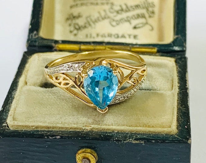 9ct gold Topaz and Diamond ring - fully hallmarked - size N - 6 1/2