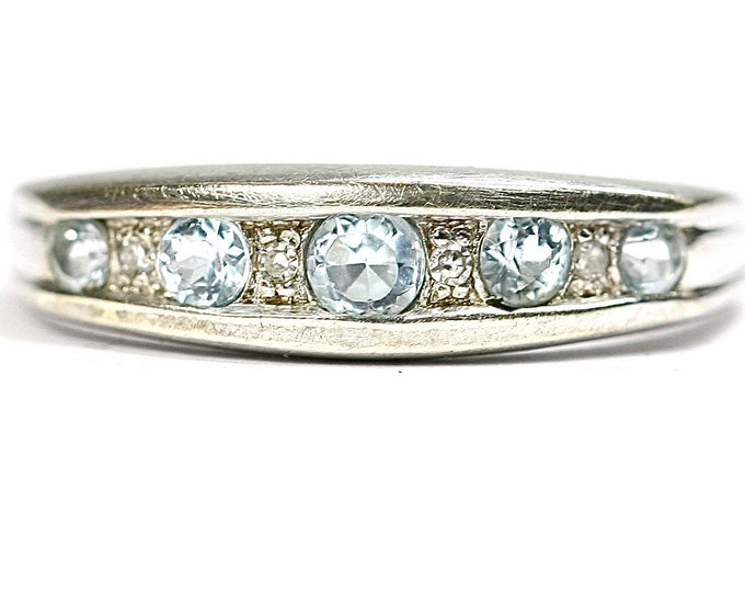Superb sparkling vintage 9ct white gold Aquamarine and Diamond ring - fully hallmarked - size P or US 7.5