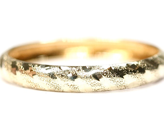 Vintage 9ct yellow gold textured wedding ring - Size O or US 7
