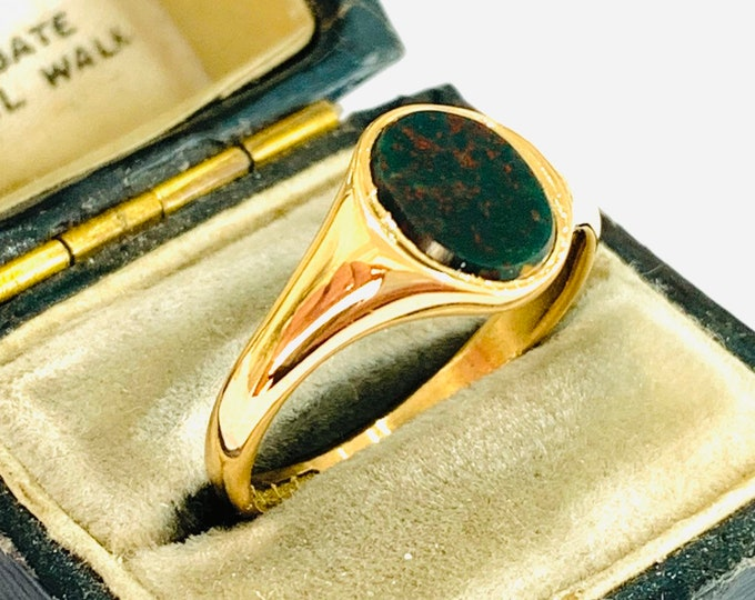 Fabulous antique 97 year old 18ct gold Bloodstone signet / pinky ring - hallmarked Birmingham 1922 - size P - 7 1/2