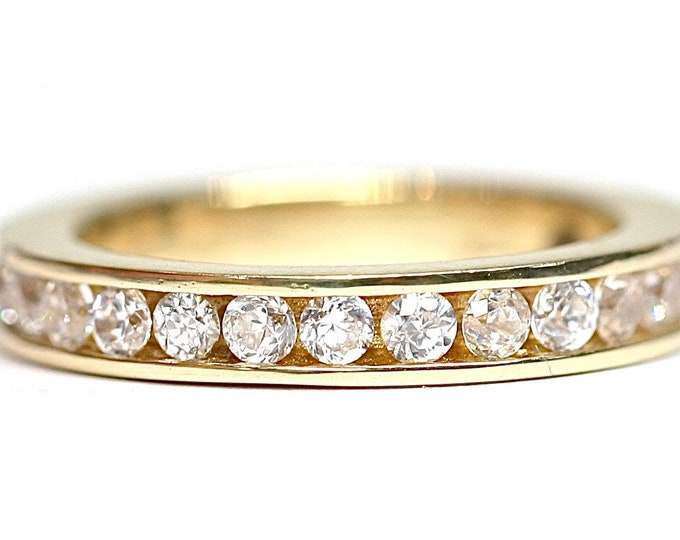 Stunning sparkling vintage 9ct gold full eternity Cubic Zirconia ring - fully hallmarked - size H or US 4 1/2