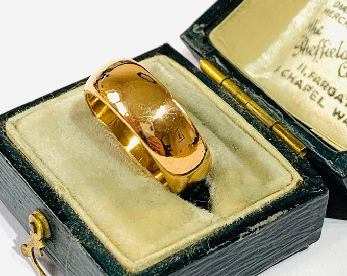 Stunning heavy vintage 22ct gold wedding ring - hallmarked London 1962 size J - 4.5 - 8gms