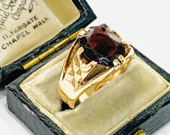 Stunning vintage 9ct gold Men's garnet signet / pinky ring - hallmarked London 1970 - size R - 9