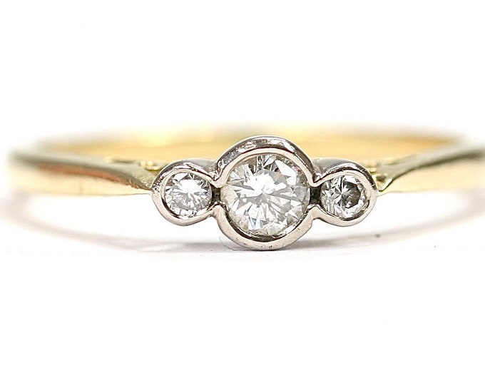 Stunning sparkling vintage 18ct gold 0.20 diamond engagement ring - fully hallmarked - size N or US 6 1/2