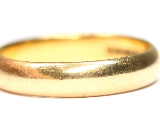 Vintage 22ct gold wedding ring - hallmarked Birmingham 1964 - size M or US 6