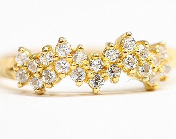 Superb vintage 22ct gold White Sapphire dress ring  - fully hallmarked - size P or US 7.5