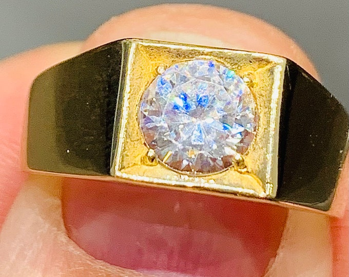 Stunning sparkling vintage 9ct yellow gold 1 carat Cubic Zirconia signet or pinky ring - fully hallmarked - size R or  US 8.5