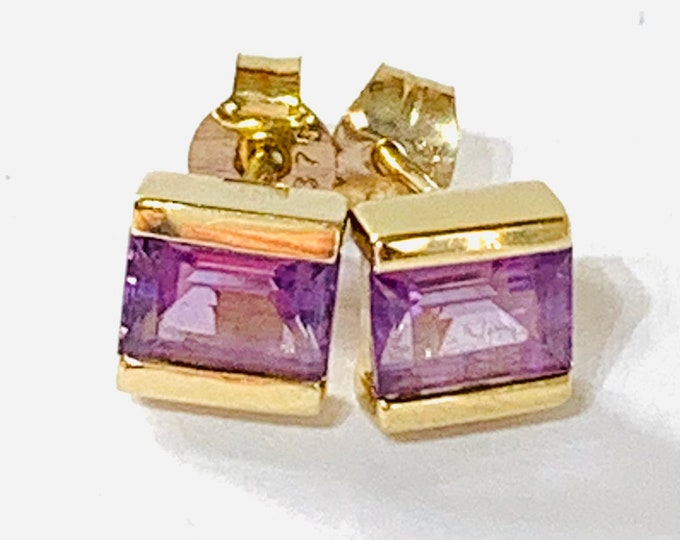 Stunning vintage 9ct yellow gold Amethyst stud earrings - fully hallmarked
