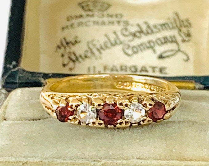 Vintage 9ct gold Garnet and white paste ring - hallmarked Birmingham 1968 - size K  / 5