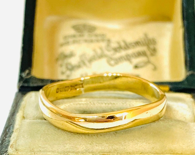 Vintage 9ct yellow gold wavy band / wedding ring - fully hallmarked - size Q or 8