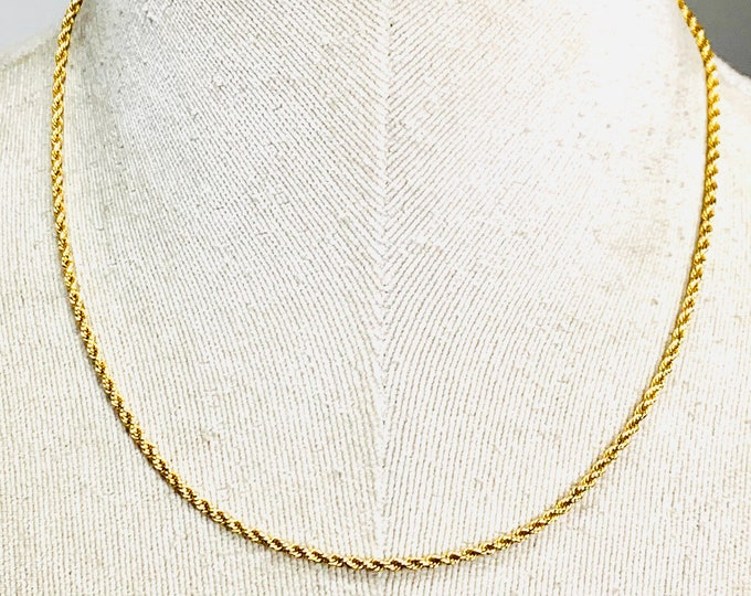 Stunning vintage 9ct yellow gold 17 inch solid link rope chain - stamped 9ct - weighs 9gms