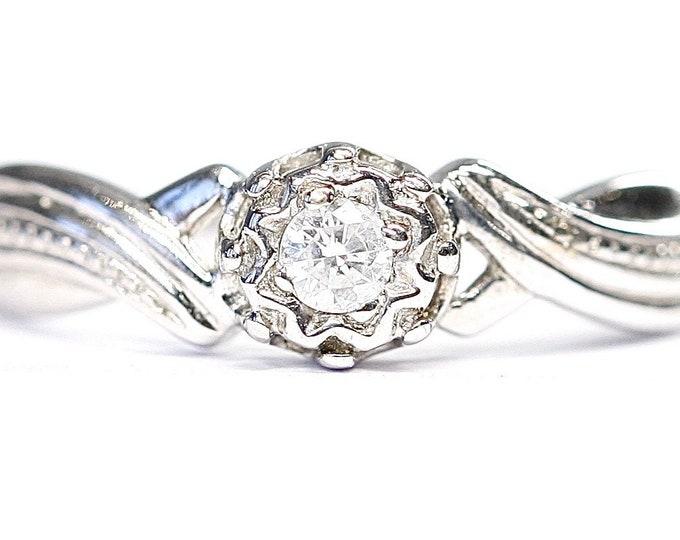 Sparkling vintage 9ct white gold Diamond ring - fully hallmarked - size K or US 5