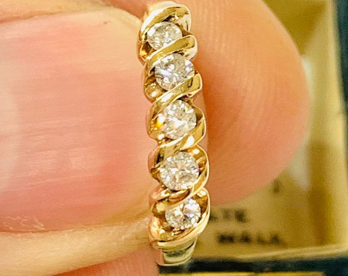 Superb sparkling vintage 9ct gold ring with 0.25 carat Diamond - fully hallmarked - size J or 4 1/2