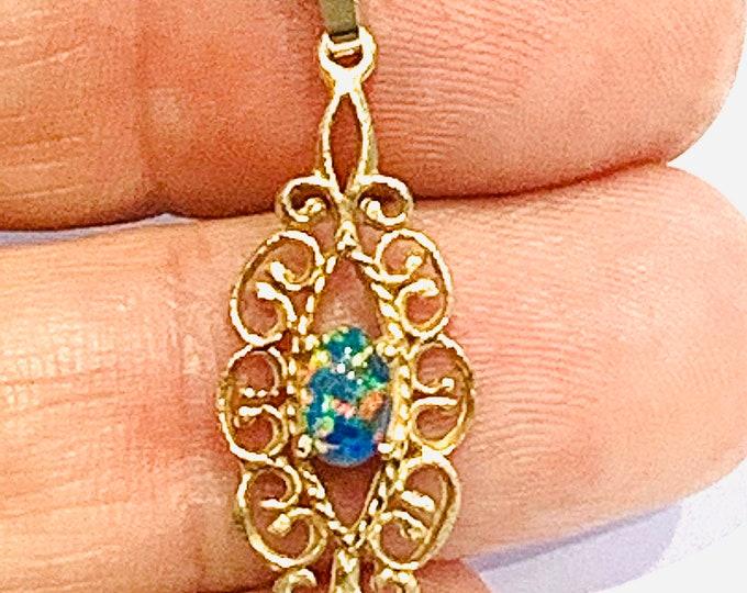 Stunning vintage 9ct yellow gold Opal pendant - fully hallmarked