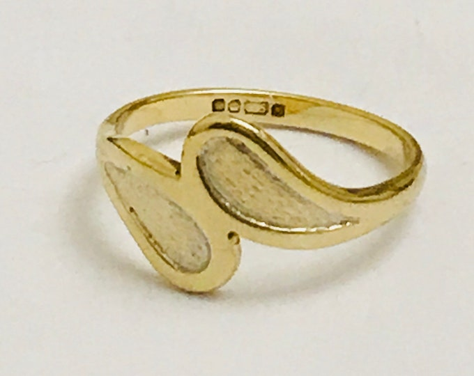 Vintage 9ct yellow gold childs / ladies pinky ring - hallmarked Sheffield 1983
