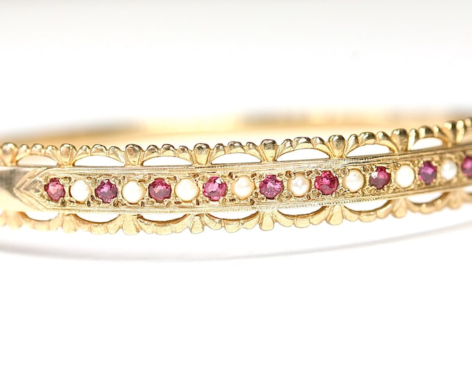Beautiful vintage 9ct yellow gold Ruby & Pearl Victorian style bangle - hallmarked London 1986