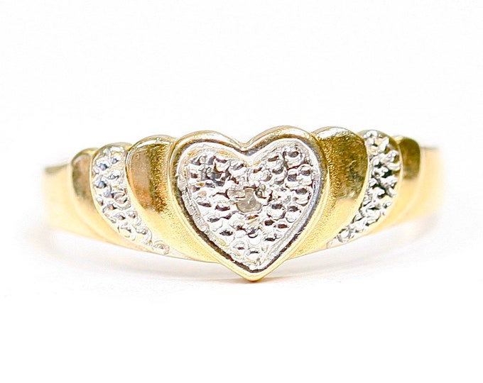 Vintage 9ct white and yellow gold Diamond heart ring - fully hallmarked - size M - 6