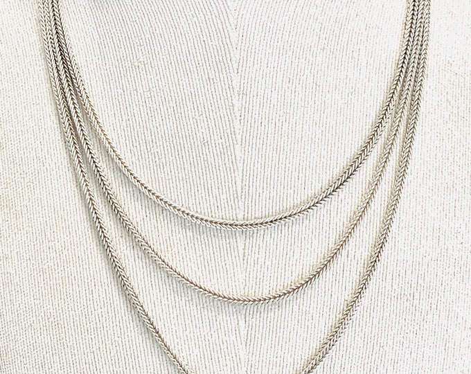 Stunning Victorian 60 inch sterling silver Muff or Guard chain with dog clip