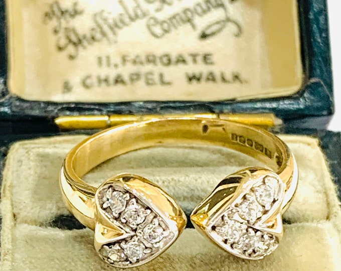 Sparkling vintage 9ct yellow gold Cubic Zirconia torque ring - fully hallmarked - size O - 7