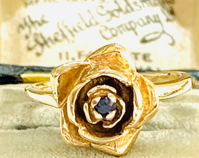 Superb vintage 9ct yellow gold Sapphire flower head ring - London 1973 - size K 1/2 - 5 1/4