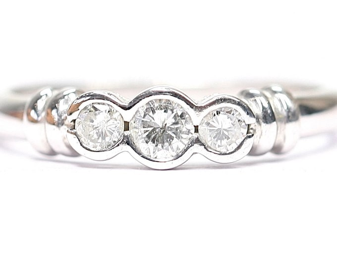 Stunning sparkling vintage 9ct white gold 0.33 Diamond ring / engagement ring - fully hallmarked - size P or US 7 1/2