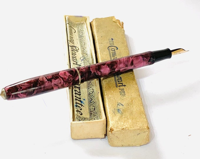 Superb vintage Conway Stewart fountain pen with 14k gold nib. Original box and papers
