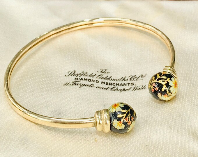 Stunning vintage 9ct gold Torque bangle with enamelled finials - fully hallmarked