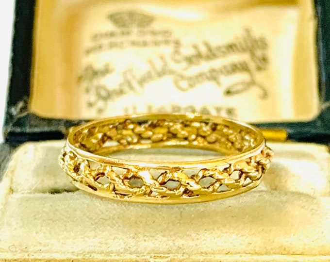 Vintage 9ct yellow gold pierced patterned ring - Birmingham 1985 - size L or 5 1/2