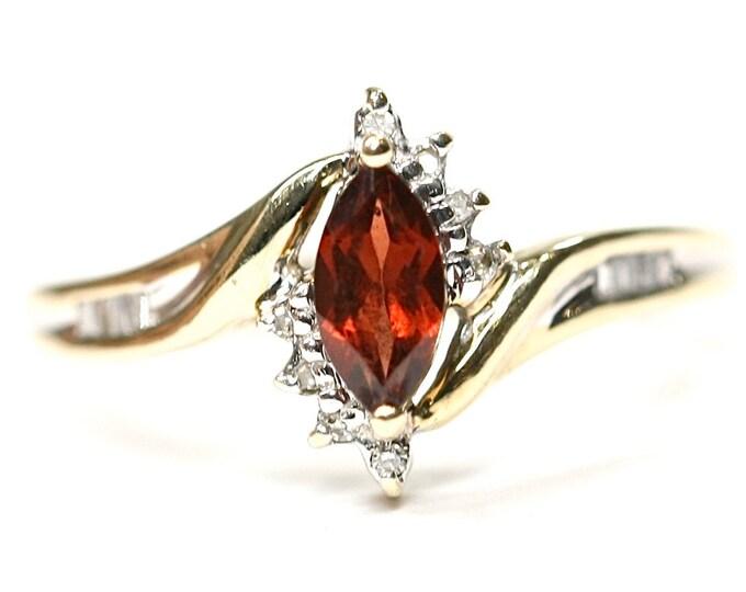 Superb sparkling vintage 9ct gold Garnet & Diamond ring - fully hallmarked - size N or US 6 1/2