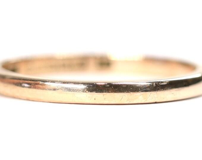 Superb vintage 9ct gold wedding ring - hallmarked Birmingham 1946 with wartime Utility mark - size P or US 7.5