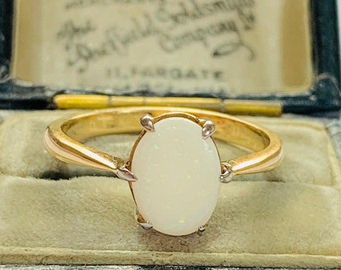 Vintage 9ct yellow gold Opal solitaire ring - size N or 6 1/2