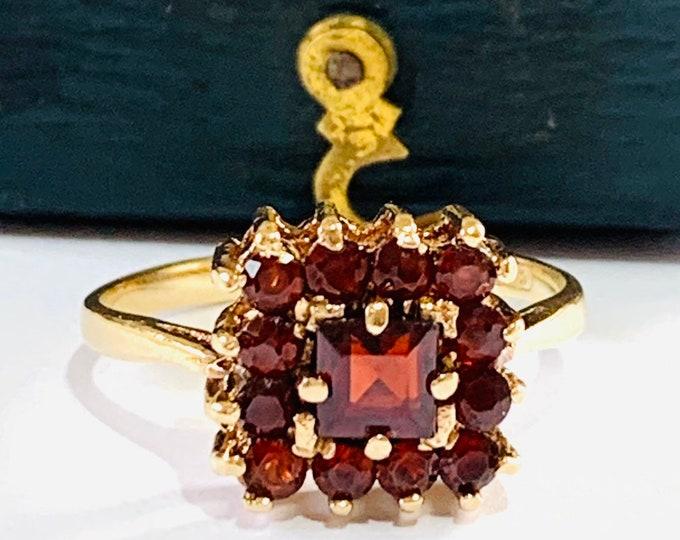 Vintage 9ct yellow gold Garnet cluster ring - hallmarked Birmingham 1968 - size L 1/2 - 5 3/4