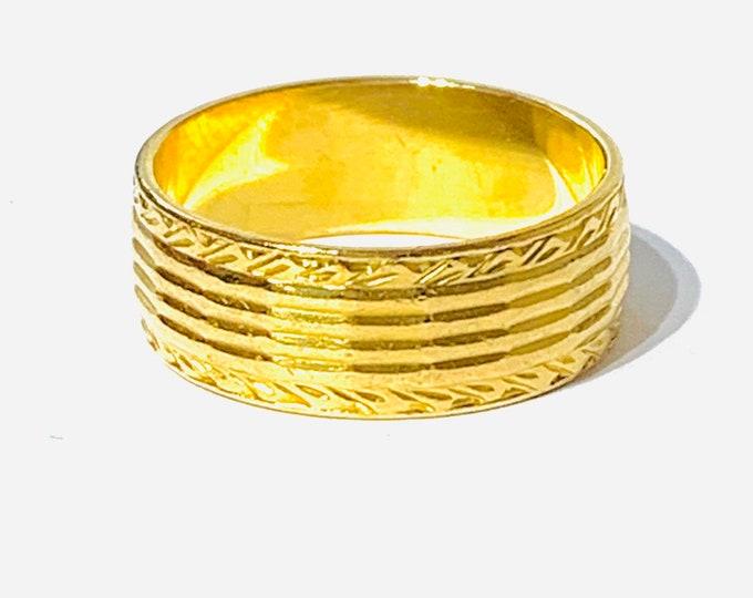 Superb vintage 22ct yellow gold wedding ring - hallmarked London 1962 - size O or US 7