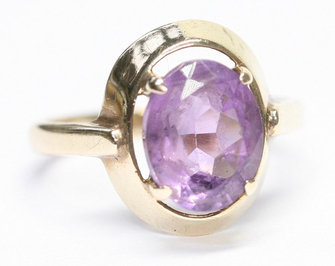 Superb vintage 9ct yellow gold Amethyst ring - fully hallmarked