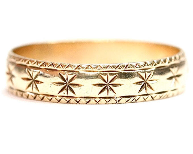 Vintage 9ct yellow gold patterned wedding ring - hallmarked London 1990 - size M or US 6