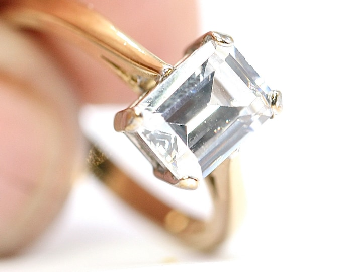 Stunning sparkling vintage 9ct gold Cubic Zirconia ring - fully hallmarked - size P or US 7.5