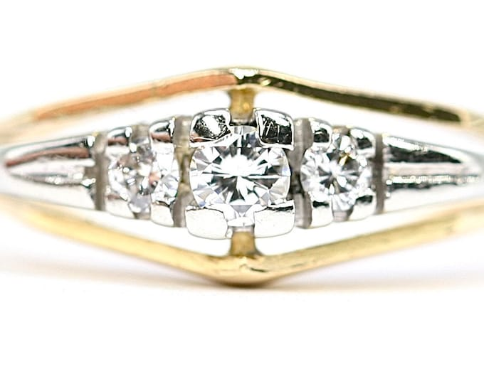 Fabulous antique Art Deco 18ct white and yellow gold Diamond trilogy ring - stamped 18CT - size U or US 10 1/4
