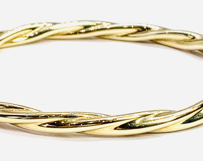 Stunning vintage 9ct yellow gold 7 1/2 inch bangle - fully hallmarked - 10gms