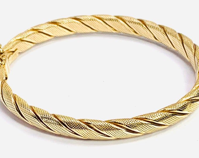 Superb vintage 9ct yellow gold 7 1/2 inch textured bangle - fully hallmarked - 10.1gms