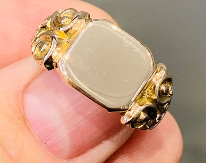 Superb heavy 95 year old 9ct rose gold signet or pinky ring - hallmarked Birmingham 1926 - size V or US 10.5 - 8gms