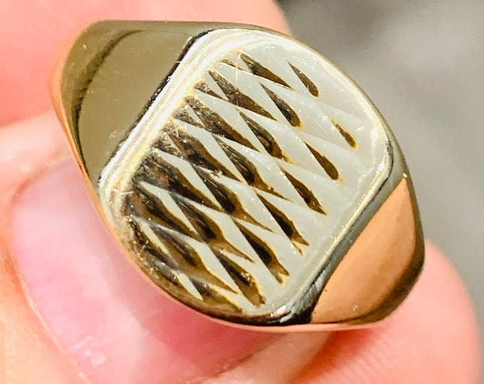 Superb heavy vintage 9ct yellow gold Signet or pinky ring - hallmarked Birmingham 1990 - size U or US 10. 6.8gms